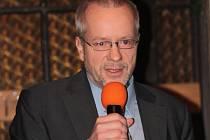 Petr Stříbný odchází k 30. červnu tohoto roku z postu ředitele Základní školy Krhanice na vlastní žádost.