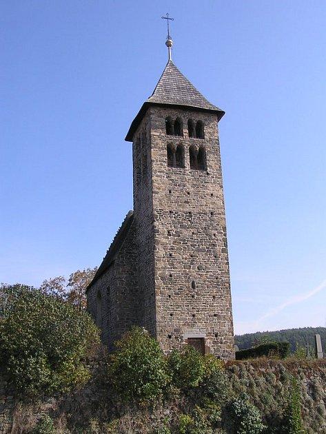 Kostel sv. Petra a Pavla. Chloubou Poříčských je historický objekt pocházející  z jedenáctého století.