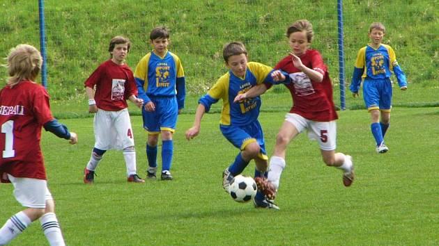 Starší žáci se proti Slanému ani jednou gólově neprosadili. Mladíci kamarády pomstili a třikrát rozvlnili slánskou sít