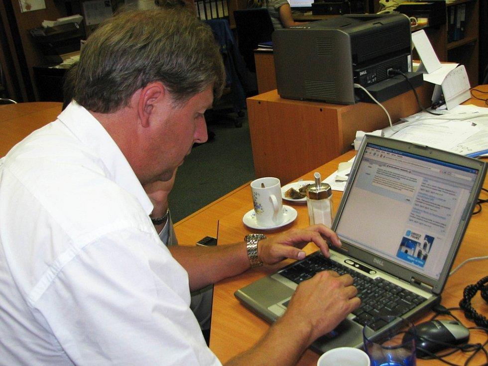 Petr Bendl při on-line rozhovoru