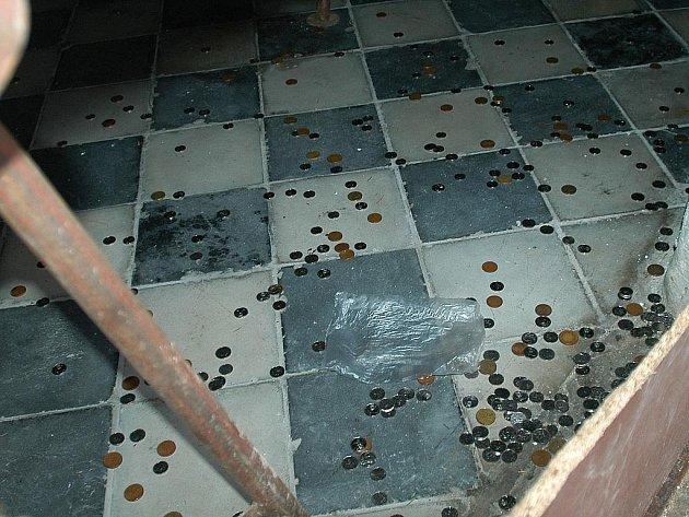 Zloděj ukradl přes Vánoce pokladničku z kostela sv. Mikuláše na benešovském Karlově.