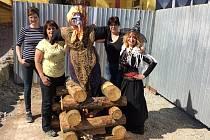Čarodějnice ve  vitrobloku v Tyršově ulici.
