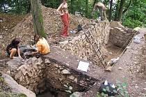 Archeocamp se koná pravidelně každé prázdniny na Hlásce, zřícenině hradu, na němž došlo podle známé detektivky Radovana Šimáčka k zákeřné vraždě Oldřicha ze Zlenic