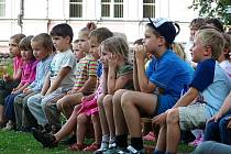 Každou prázdninovou sobotu čeká děti v zámeckém parku ve Vlašimi jedna pohádka