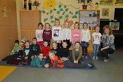 Žáci 1. A ze ZŠ Sídliště ve Vlašimi s třídní učitelkou Romanou Dobíhalovou.