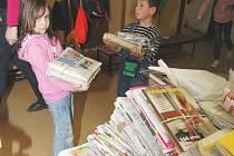 Starý papír se sbírá především ve školách.