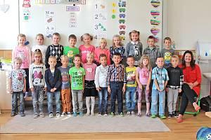 Základní škola v Týnci nad Sázavou: třída 1.A s učitelkou Pavlínou Kleinovou.