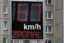 """Radary dnes v Benešově jen ukazují rychlost. Brzy budou i fotit a """"žalovat"""" na úřadě."""