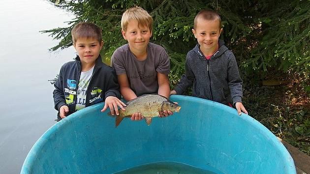 U Konopišťského rybníka se na 1. máje konají závody dětí a mládeže do 16. let v rybolovu.