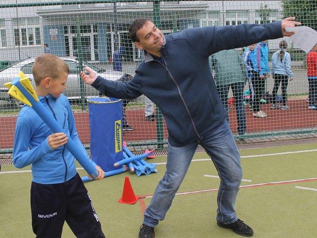 Atletické závody žáků základních škol z Benešova.