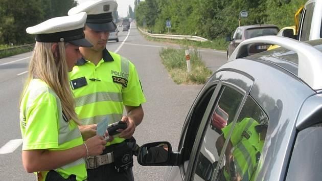 Řidiči bez přestupků fasovali nealkopivo a tester na alkohol.