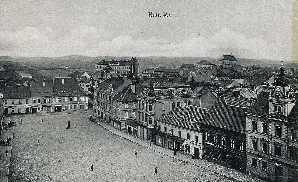 Velké náměstí v Benešově v roce 1902.