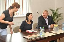 Středočeský hejtman Miloš Petera nechá námitky netvořických vůči bioplynce prověřit.