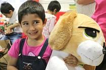 Děti z Dětského domova Racek dostaly dárky.
