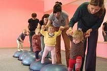 Cvičení dětí v Mateřském centru Hvězdička