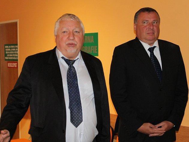 Lékař Zdeněk Seidl a ředitel benešovské nemocnice Oldřich Vytiska při zahájení provozu nového CT.