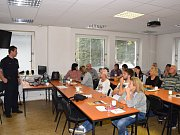Setkání hasičů s učiteli v Benešově.