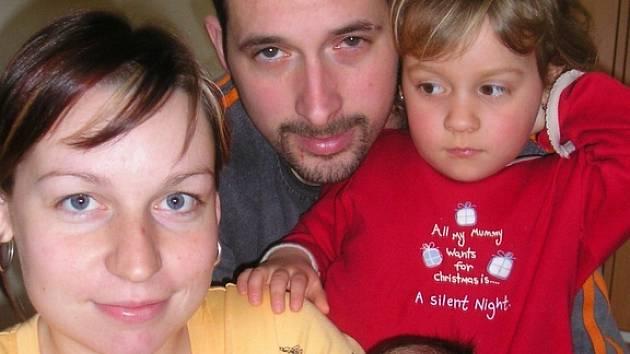 Tereza Majstrová a Jiří Votruba jsou od 21. března rodiči malého Šimona, který se narodil ve 20 hodin a 47 minut, vážil 3,55 kg a měřil 50 cm. Doma ve Voticích už čekala  sestřička Viktorka (3)