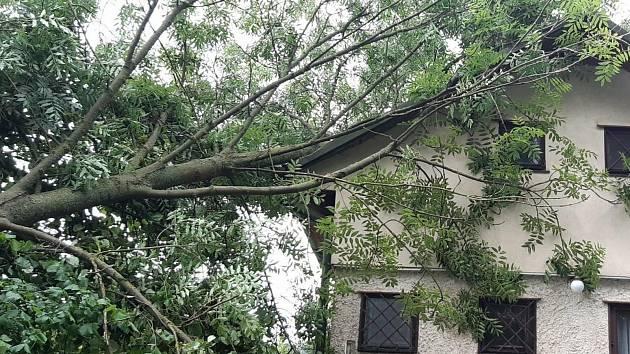 Následky bouřky v noci na čtvrtek 24. června 2021 ve Středočeském kraji.