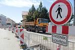 Výstavba okružní křižovatky u benešovské sokolovny.