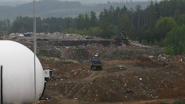 Přibyšickou skládku komunálního odpadu využívá také Týnec.