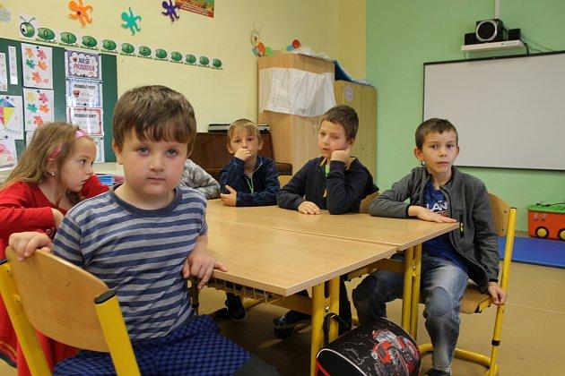 Prvňáčci ze ZŠ Miličín střídní učitelkou Janou Plačkovou ve školním roce 2019/2020