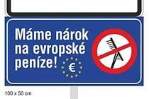 Cedule, která má upozornit na dělení dotací z EU.
