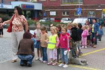 V době stávky šly děti ze ZŠ a MŠ Karlov do kina na pohádku