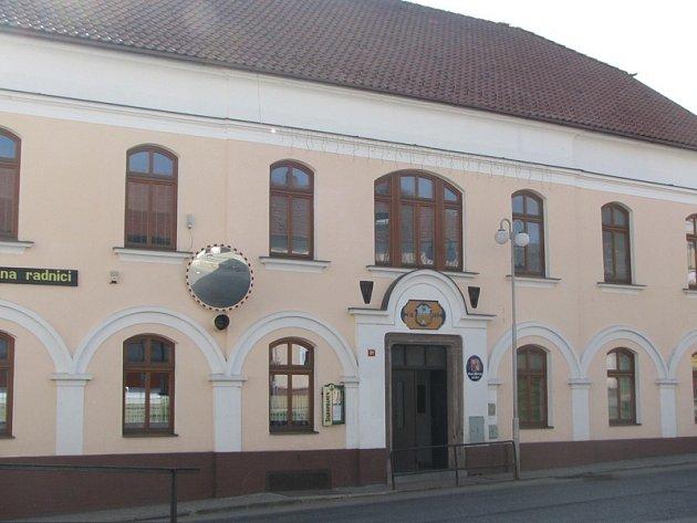 Divišovská radnice. Ilustr. foto.