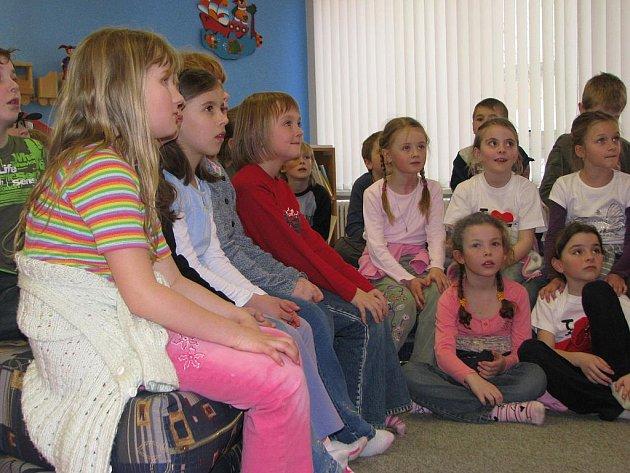 Dětské čtenáře se knihovny snaží zaujmout kromě nabízených titulů i různými akcemi, jako je třeba Noc s Adersenem.