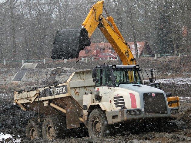 Odbahňování Konopišťského rybníka 2. února 2015.