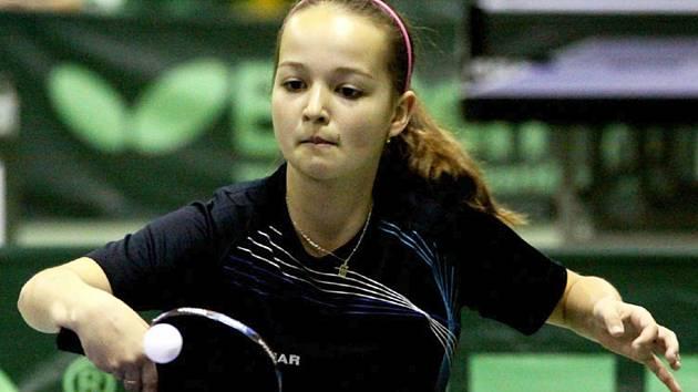 Kristýna Pěnkavová předvedla na mistrovství České republiky v Jaroměři parádní formu, když se stala mistryní republiky ve dvouhře i čtyřhře v kategorii mladšího žactva.