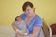 Karolína Roušová se narodila 11. května v 9.29 a  měla 2 800 gramů a 46 centimetrů. S prvorozenou dcerou bude Petra Nováková a Radek Rouša žít v Benešově.