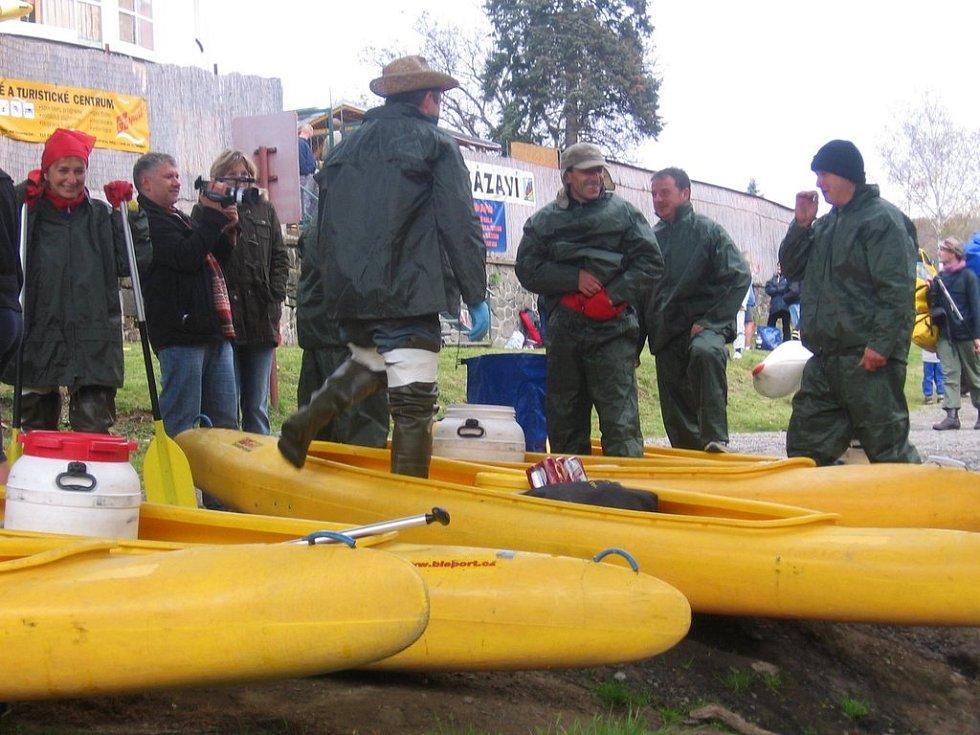 Vodáci se letos naposled připravují užít si svou vášeň na vodě