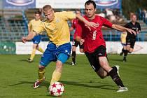 Dominik Němec (ve žlutém) se v dresu Benešova tentokrát neprosadil.