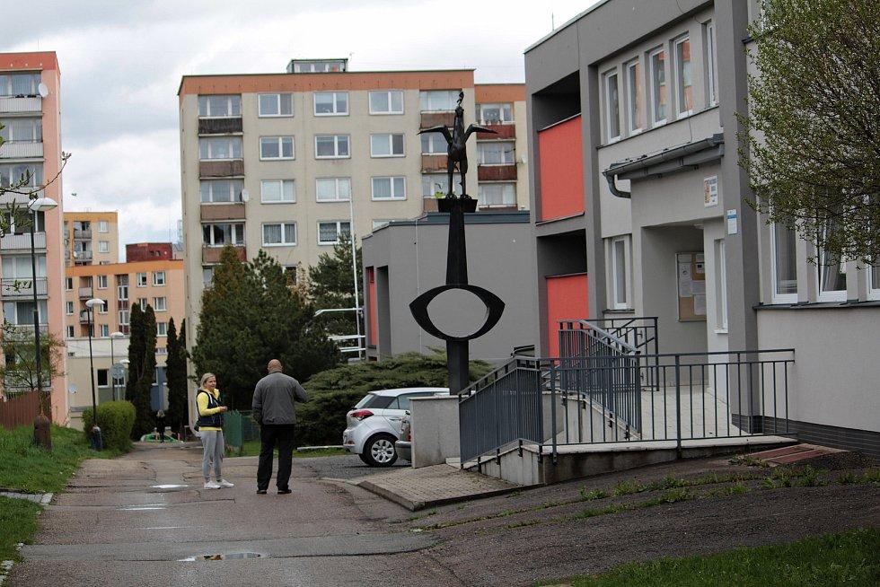 Prostranství před Mateřskou školou U kohoutka Sedmipírka v Benešově.