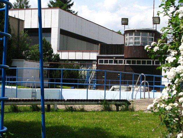 Venkovní bazén v Dukelské ulici.