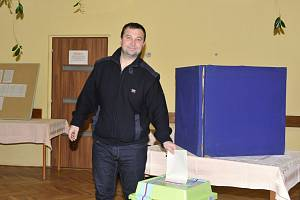 Přes padesát procent voličů dorazilo do Sázavy i Českého Šternberku