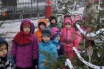 Vchod do zámeckého parku na vlašimském Husově náměstí ozdobily děti z mateřských a základních škol.