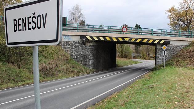 Mosty na E55 u Benešova - v Erbenově, Máchově a Konopišťské ulici.