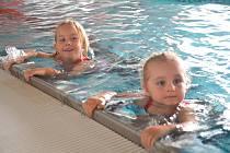 Plavecký kurz pro děti z Mateřské školy MiniSvět v Mrači v krytém bazénu v Benešově.