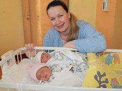 Malá Veronika se narodila 5. dubna ve 12.26, vážila 2,78 kg a měřila 48 cm. Její sestřička Zuzanka se také narodila 5. dubna v 12.32 a na svět přišla s váhou 2,59 kg a mírou 47 cm. Dvojnásobnou radost mají rodiče Andrea a Vladimír Kúnovi z Poříčí nad Sáza
