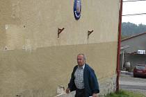 Komunální volby sobota 16. října - volební místnost v Heřmaničkách sídlila v objektu obecního úřadu v bývalé škole.