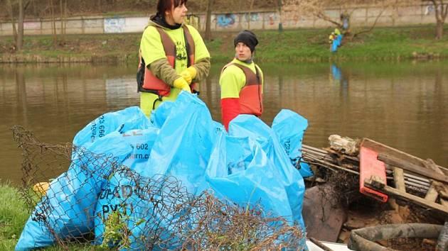 V úseku z Kácova do Pikovic dobrovolníci sebrali 18,37 tun odpadků.