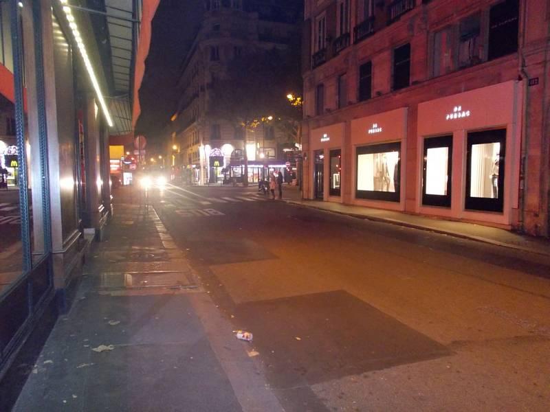 Město, které žije i přes noc, po atentátech.