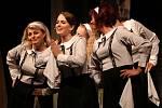 Z 19. ročníku přehlídky amatérských divadel Voskovcova Sázava: komedie Utíkej, Nituško! v podání Divadelního spolku Kroměříž.