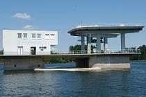 Přepad u hráze vodní nádrže Švihov.