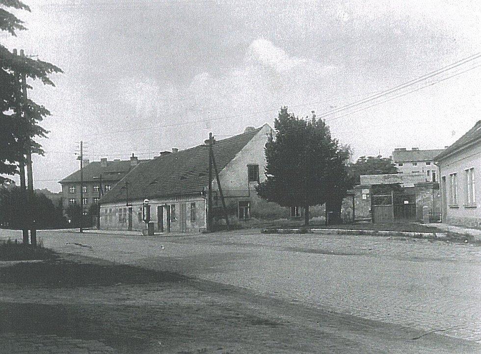 Sokolka v Táborské ulici v Benešově v roce 1959. Objekt stále stojí, jen má jiné využití.