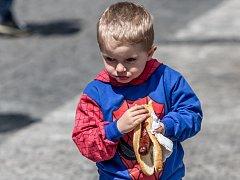 Pediatři stravování dětí ve fast foodech nevidí rádi.