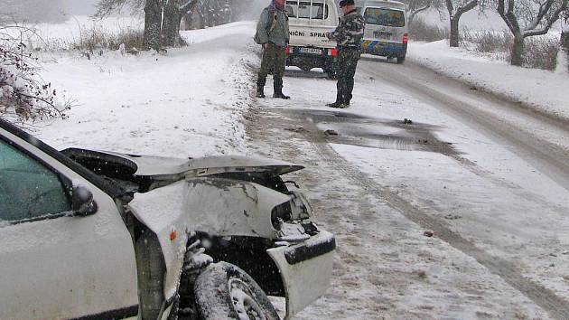 Nehoda Škoda Felicie combi mezi Neveklovem a Tisem.